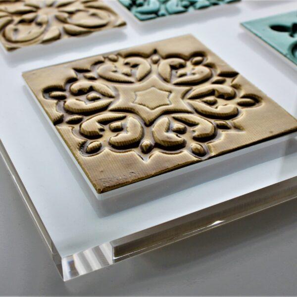 placa de acrílico cristal com azulejos embutidos_1