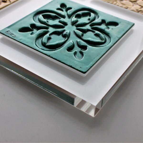 placa de acrílico cristal com azulejos embutidos_2